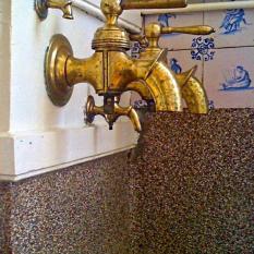 Ref. 66 - antieke koperen waterkranen