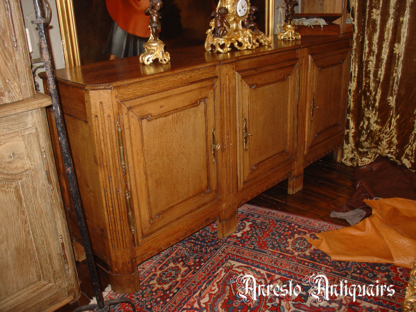 Ref. 09 – 3-deurs dressoir