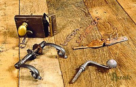 Antiek beslag en sluitwerk