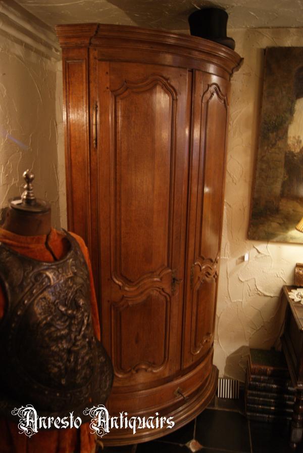 Ref. 28 – Antieke Naamse hoekkast foto 1
