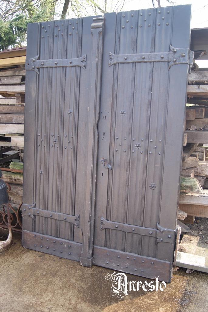 Neogotische kerkdeur