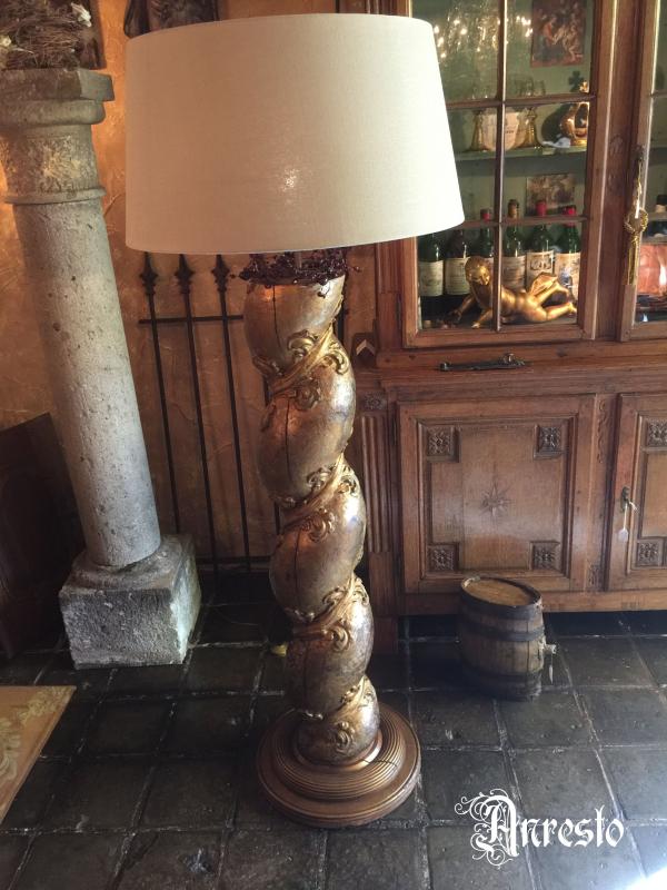 Ref. 32 - 2 exclusieve staande lampadaires samengesteld met antieke zuilen met linnenkappen foto 1