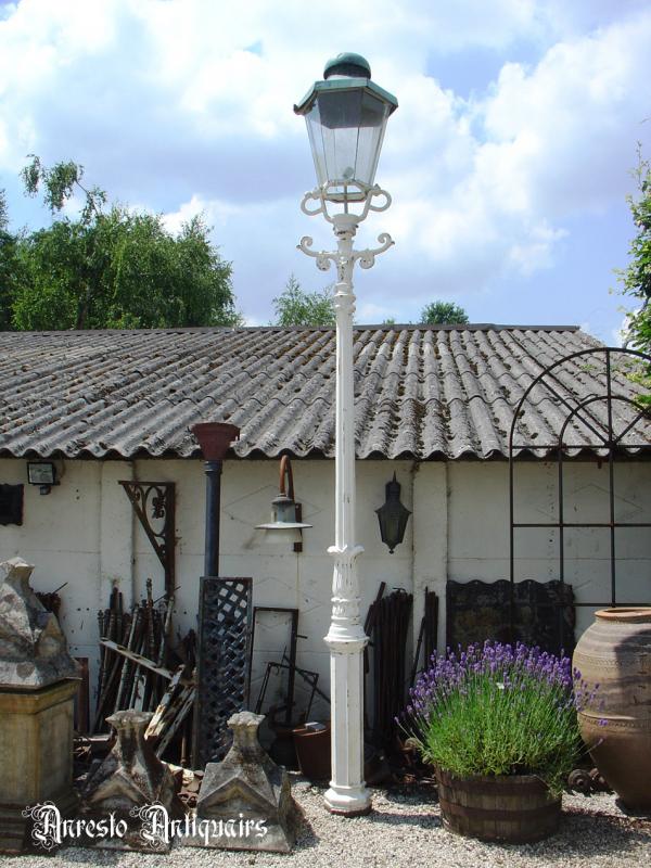 Ref. 06 – Antieke gietijzeren Hollandse lantaarnpaal