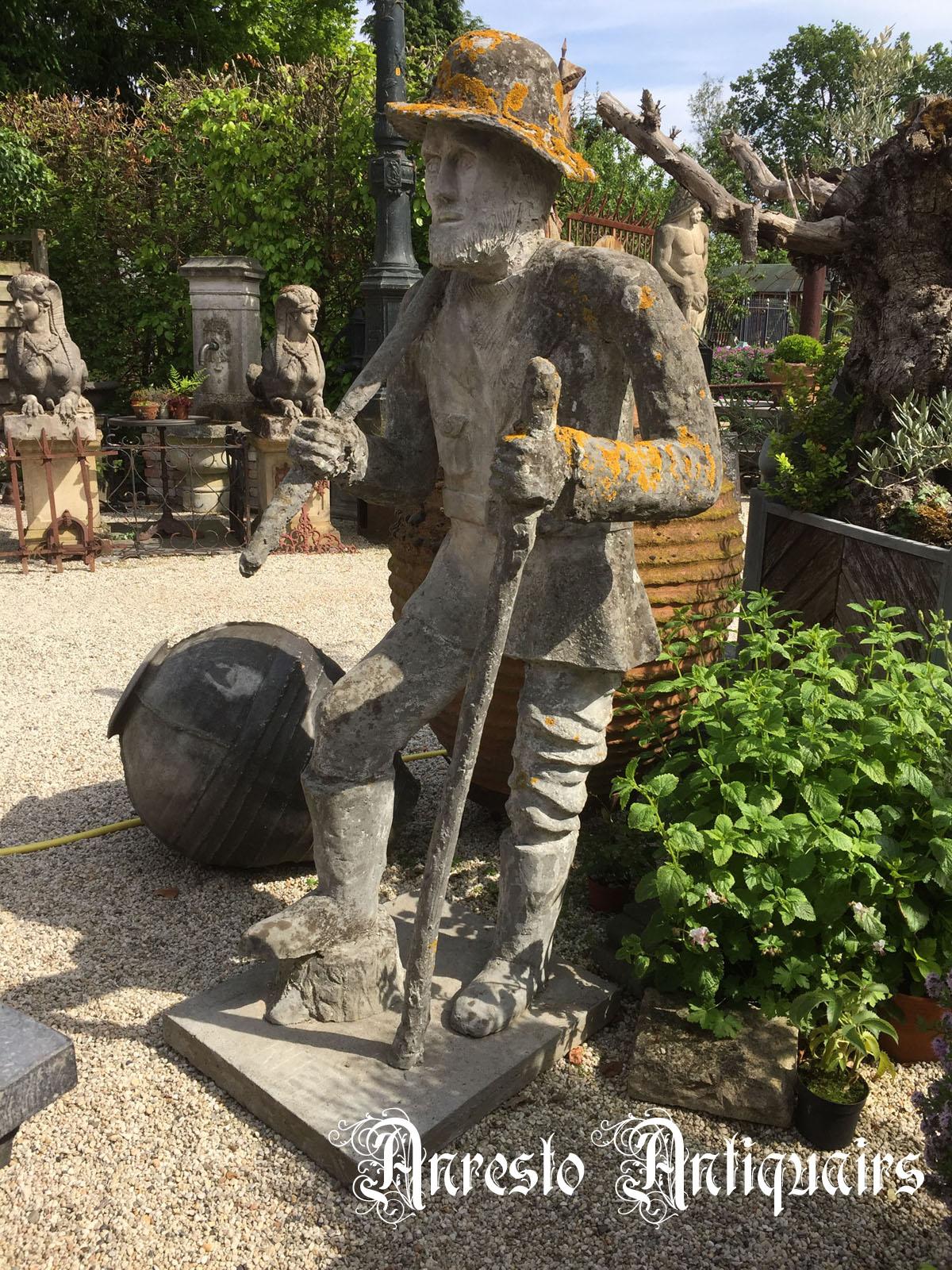 Ref. 12 – Antiek tuinbeeld voorstelling Brigand ( de wandelaar)