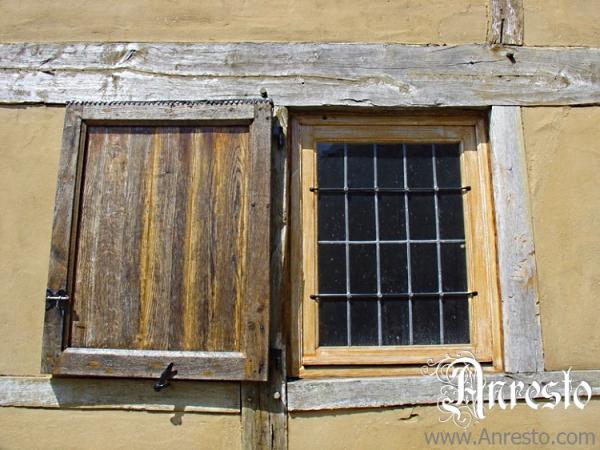 Ref. 17 – Detail raam met luik antiek vakwerkhuis