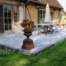 Ref. 20 – Terrasvloer aangelegd in antieke blauwstenen dallen