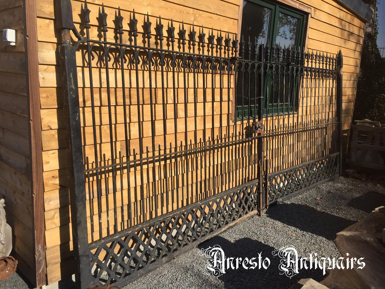 Ref. 21 – Antieke smeedijzeren 2-vleugelige poort, gesmede ijzeren tuinpoort foto 1