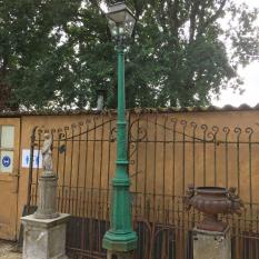 Ref. 26 – Antieke Belgische lantaarnpaal, oude gietijzeren tuinlantaarn