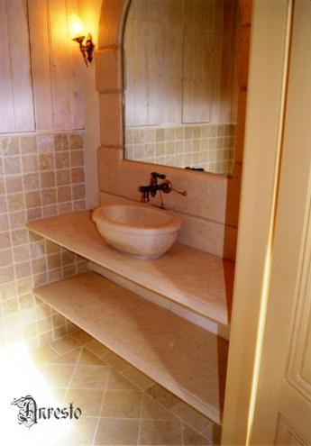 Ref. 31 – Keukenproject in Bourgondische steen - Anresto keuken ontwerp