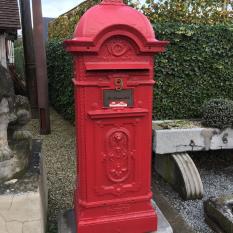 Ref. 34 – Antieke gietijzeren brievenbus, oude gietijzeren postbus