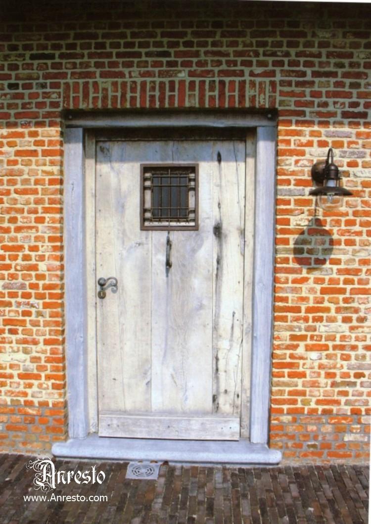 Ref. 06 – Eikendeur met smeedijzeren raam of luikje