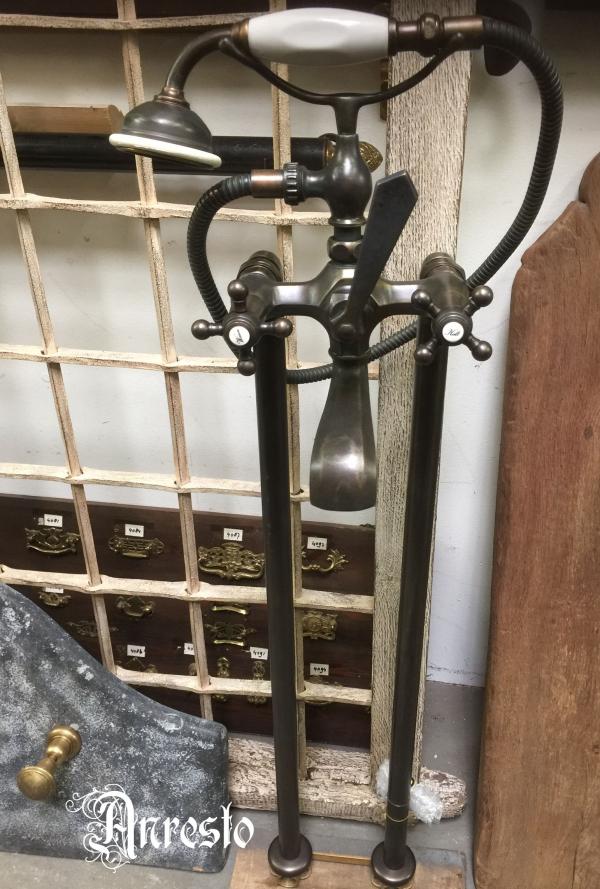 Ref. 25a - Antieke kranen, oude waterkranen, nostalgische en retro kranen, brocante kranen