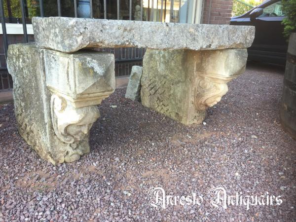 Ref. 33 – Antieke kalkzandstenen muurconsoles