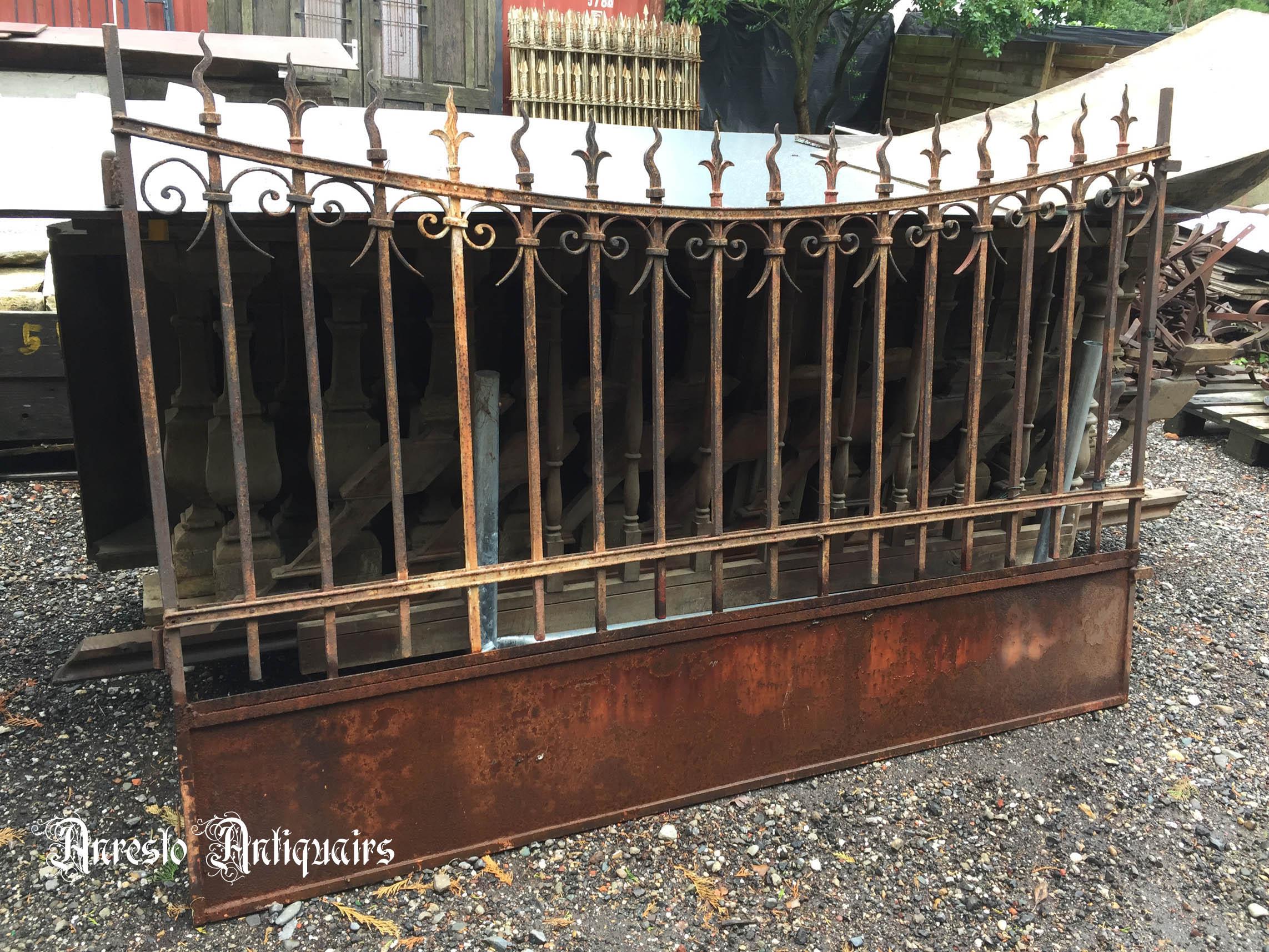 Ref. 28 – Antieke smeedijzeren poort, oude poort in smeedijzer