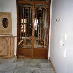 Ref. 58 – Smeedijzeren dubbele deuren, exclusieve inrichting