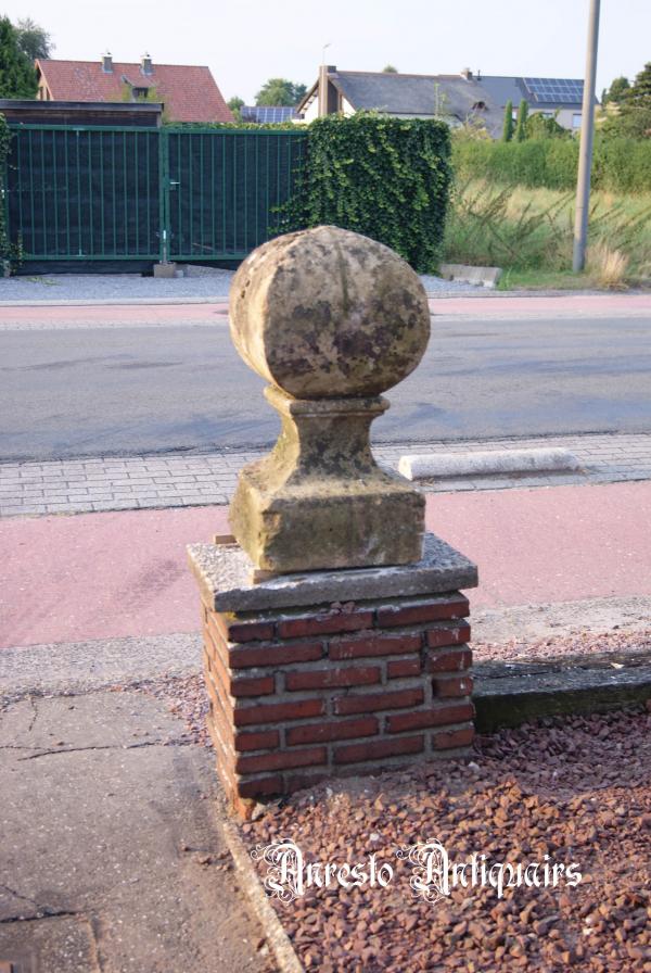 Ref. 12 – Antieke zuilenkoppen uit kalkzandsteen, oude kalkzandstenen zuilenkoppen