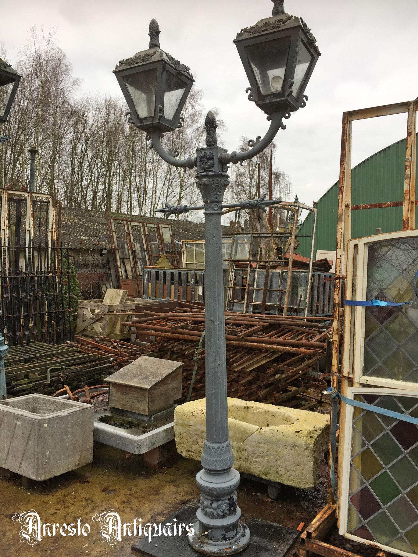 Ref. 42 – Oude gietijzeren lantaarnpaal, oude ijzeren tuinlantaarn