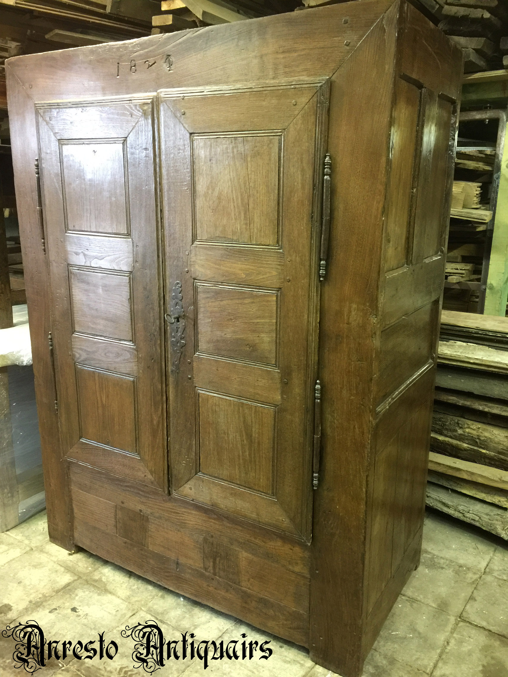 Ref. 45 – Antieke eikenhouten linnenkast, oude houten kleerkast