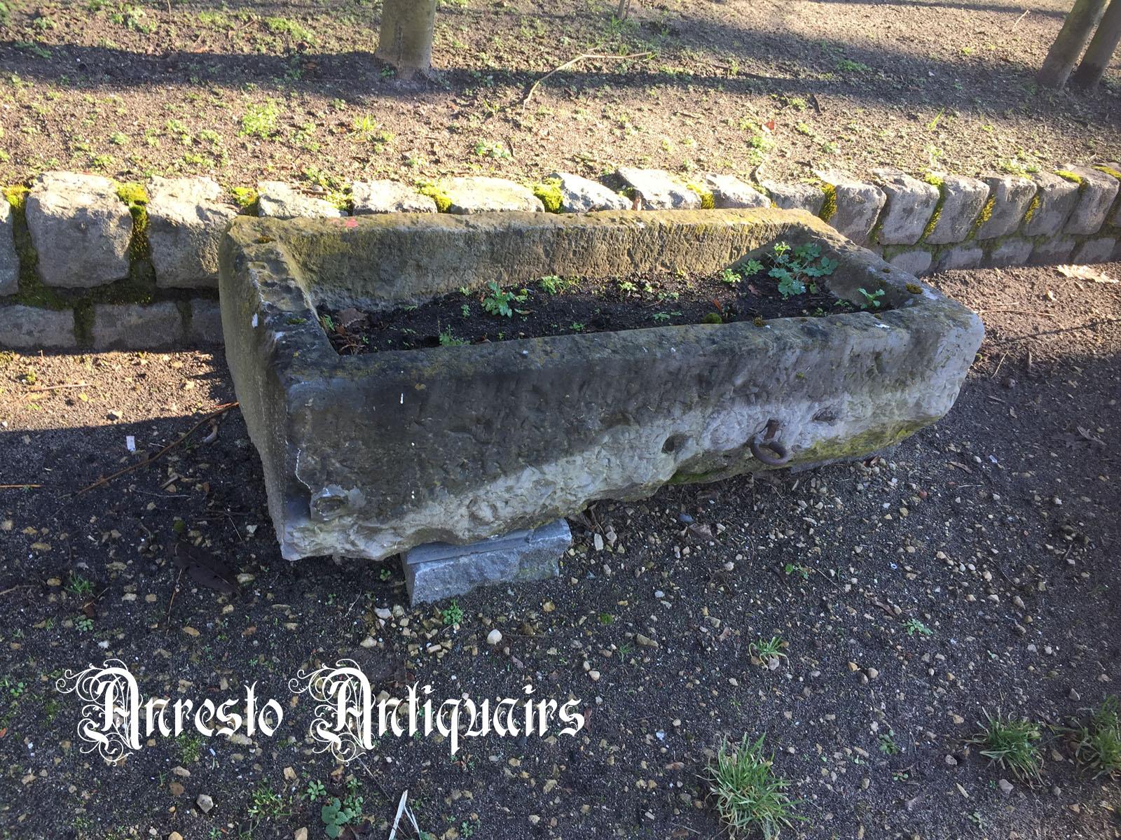 Ref. 35 – Exclusieve 17de eeuwse voederbak, antieke 17de eeuwse arduinen trog