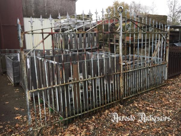 Ref. 36 – Antieke landelijke smeedijzeren hoevepoort