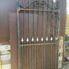 Ref. 36 – Antieke landelijke smeedijzeren tuinpoort, oude ijzeren poortdeur foto 1
