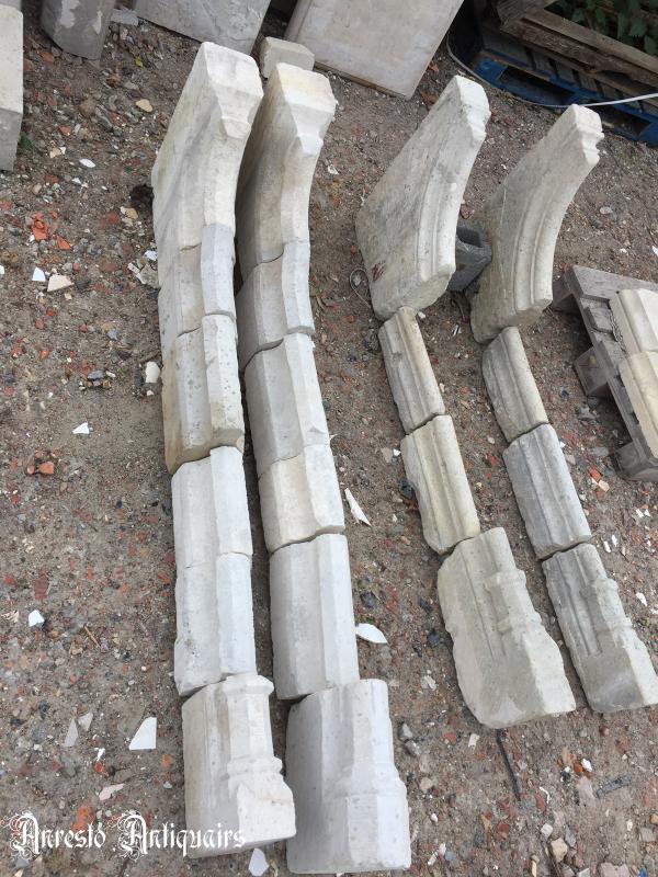 Ref. 42 – 2 Gotische stenen schouwbenen