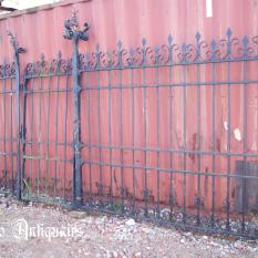 Ref. 50 – Antieke Gotische poort met voetgangerspoort