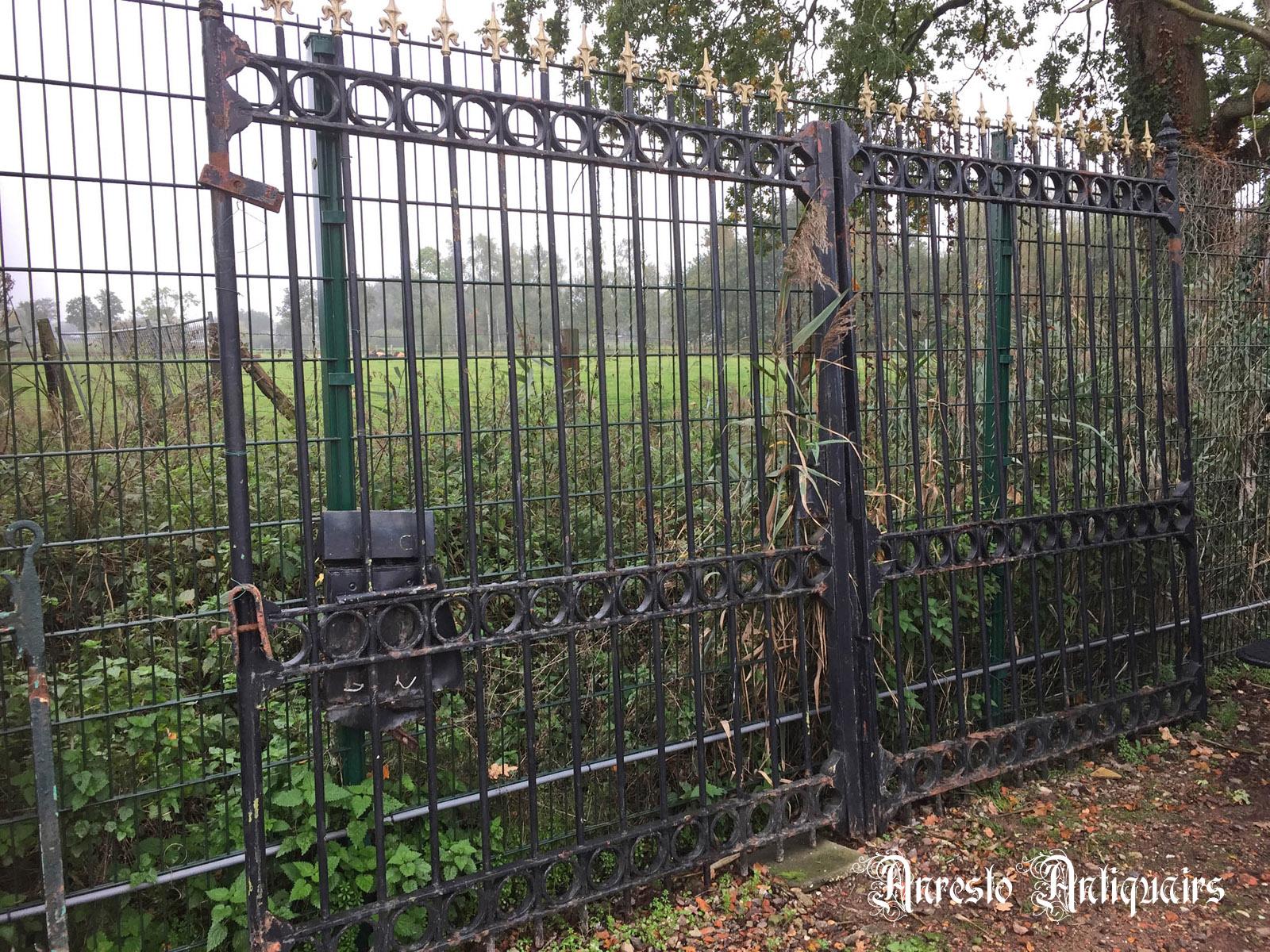 Ref. 31 – Antieke smeedijzeren poort, oude ijzeren gesmede tuinpoort