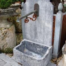 Ref. 18 – Blauwstenen spoelbak met rugwand en fonteinuitloop
