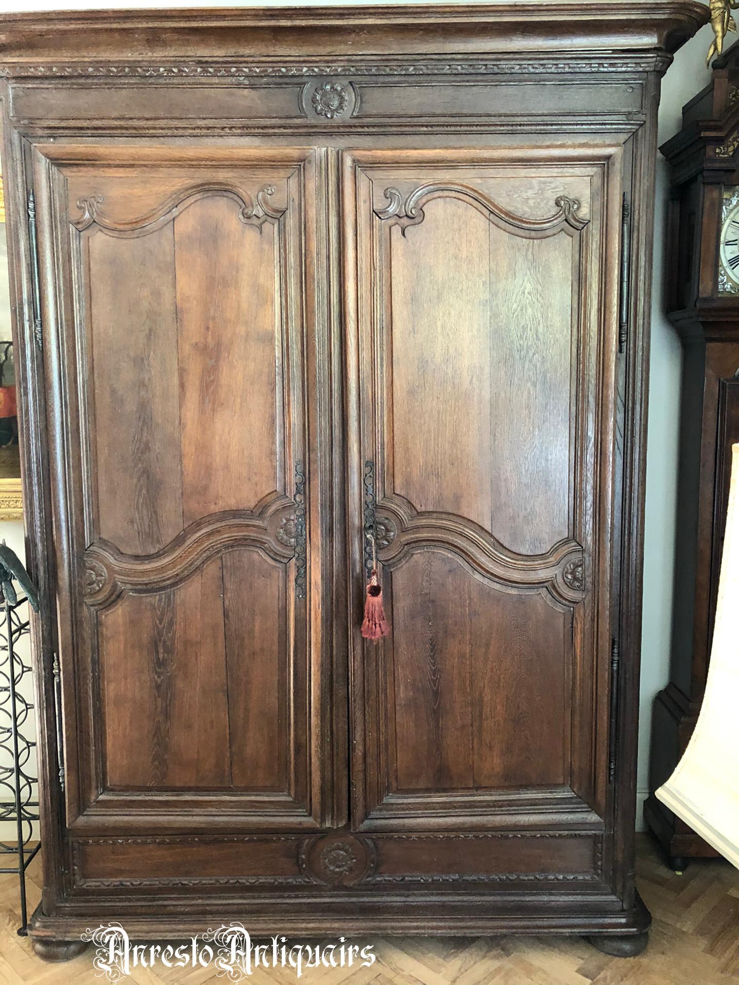 Ref. 48 – Antieke Provençaalse hangkast, antieke houten kleerkast