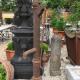 Ref. 61 – Antieke Ardeense gietijzeren stadspomp, oude ijzeren waterpomp foto 1