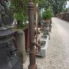 Ref. 83 – Antieke Ardeense gietijzeren stadspomp, oude ijzeren waterpomp foto 2