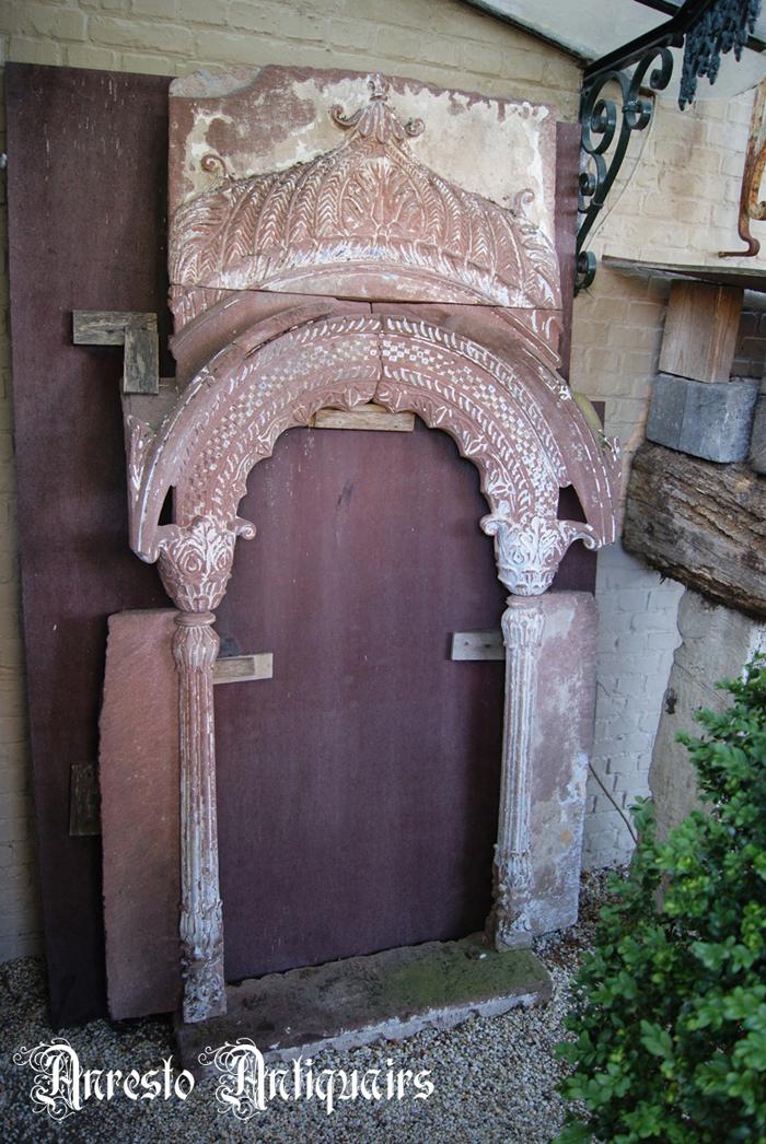 Ref. 16 – Antieke Portugese kalkzandstenen raamnis