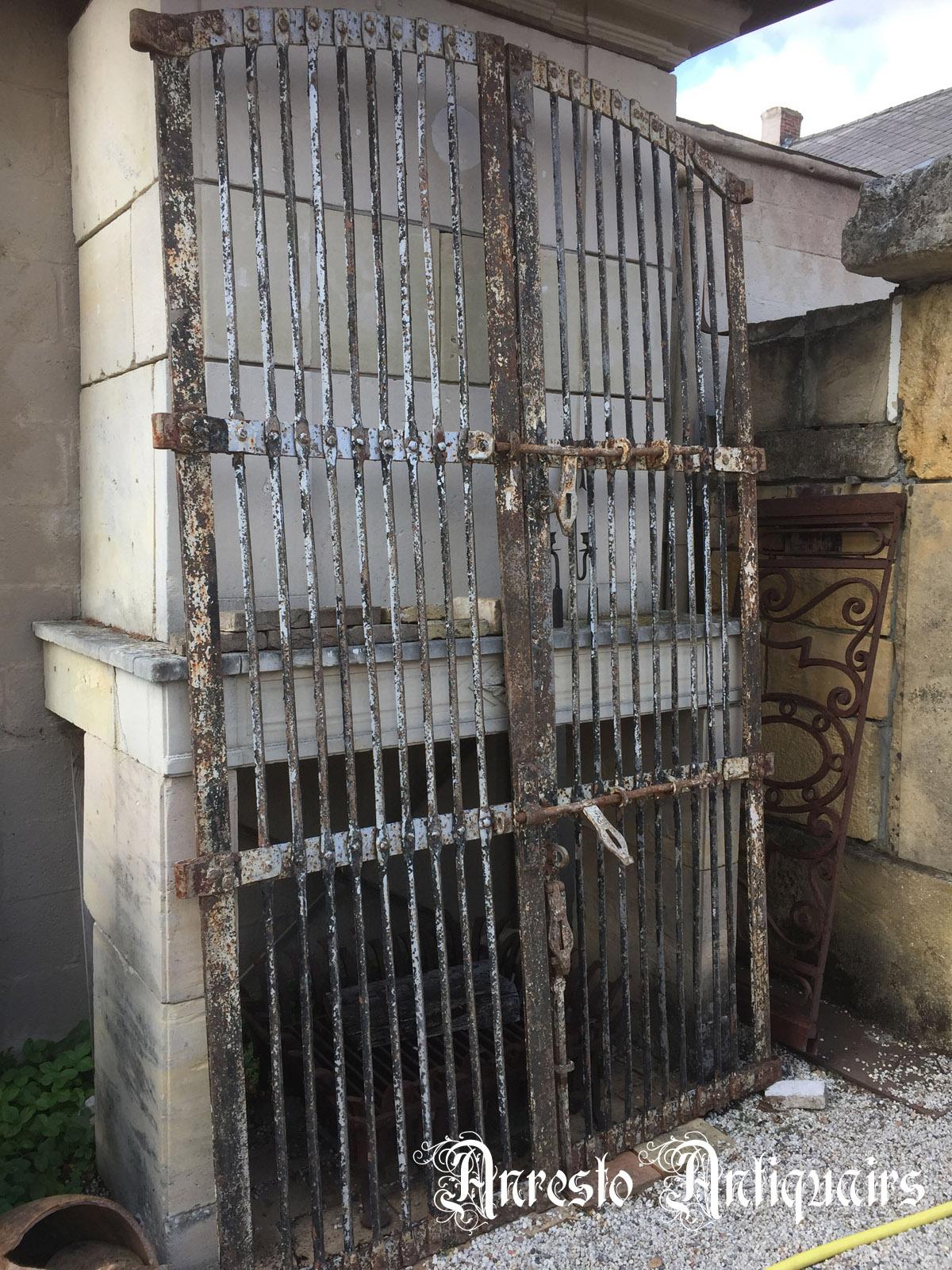 Ref. 75 – Antieke ijzeren poort voor wijnkelder