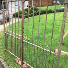 Ref. 80 – Sobere smeedijzeren tuinpoort