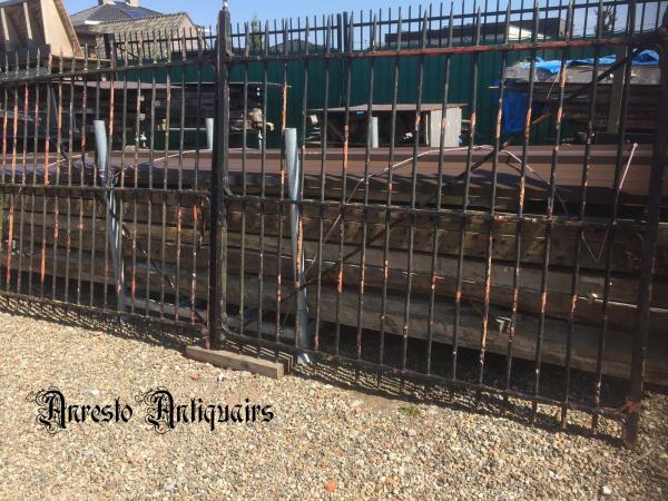 Ref. 83 – Oude ijzeren landelijke poort