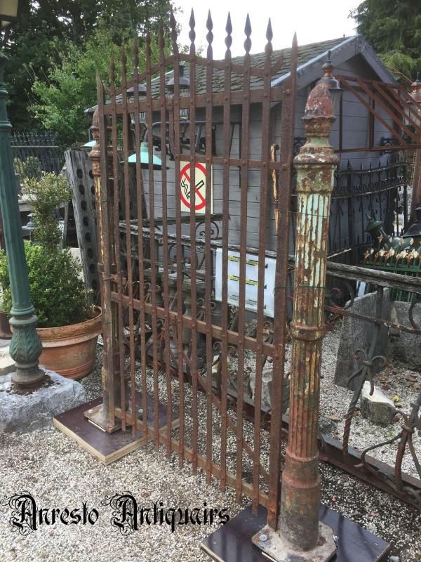 Ref. 84 – Antieke landelijke smeedijzeren tuinpoort