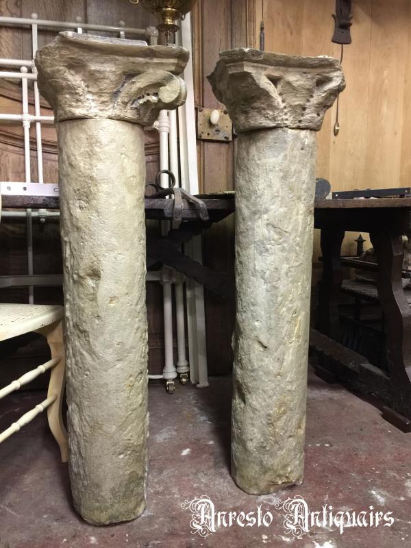 Ref. 89 – Antieke kalkzandstenen Gotische zuilen foto 1