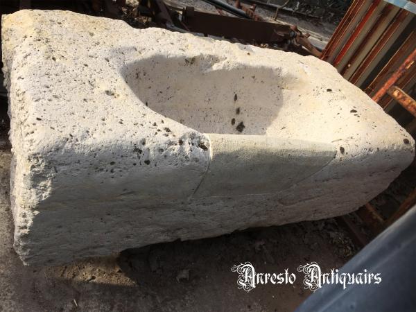 Ref. 43 – Antieke Bourgondische kalkzandstenen spoelbak