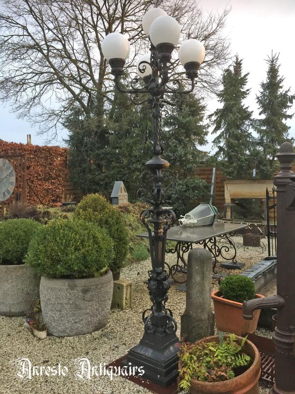 Ref. 66 – Exclusieve 5 koppige smeedijzeren Art Nouveau lantaarnpaal