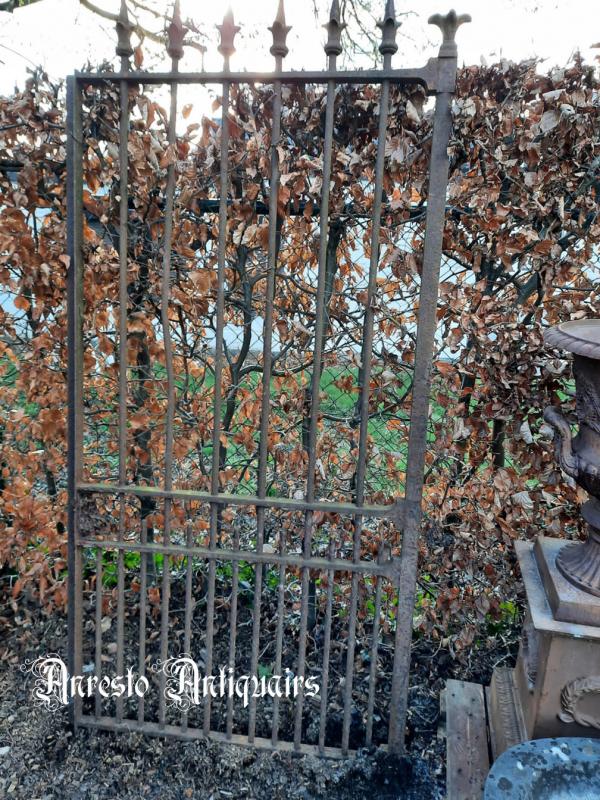 Ref. 87 – Antieke smeedijzeren ééndeurs poort
