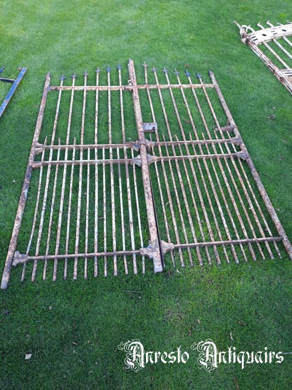 Ref. 89 – Antieke landelijke smeedijzeren poort
