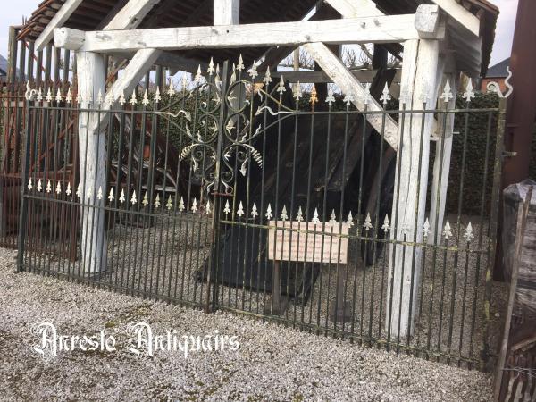 Ref. 92 – Antieke smeedijzeren 2-vleugelige poort