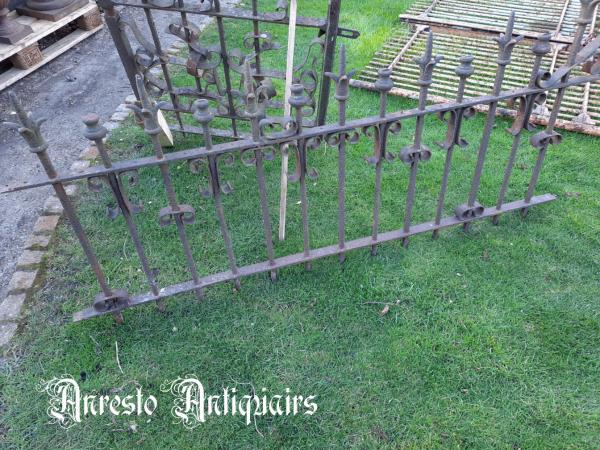 Ref. 101 – Exclusief smeedijzeren sierhekwerk met poort