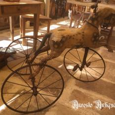 Ref. 64 – Antieke paardendriewieler foto 1