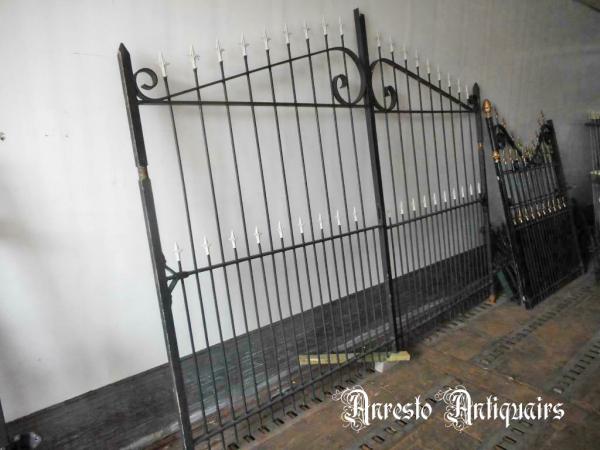 Ref. 107 – Smeedijzeren 2-vleugelige poort
