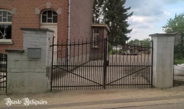 Ref. 106 – Oude smeedijzeren 2-vleugelige poort foto 1
